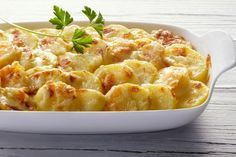 Creamy Baked Scalloped Potatoes With Cheese Topping