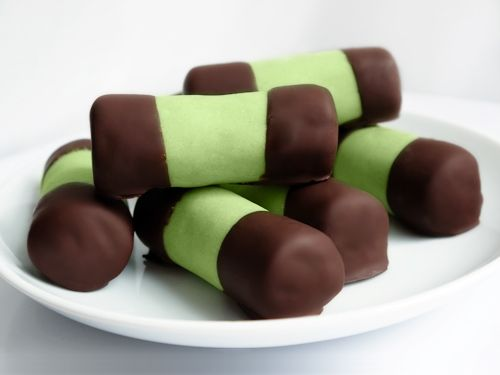 "Dammsugare ""Swedish Vacuum Cleaner"" Cake Recipe (London Eats), basically a cake pop recipe"