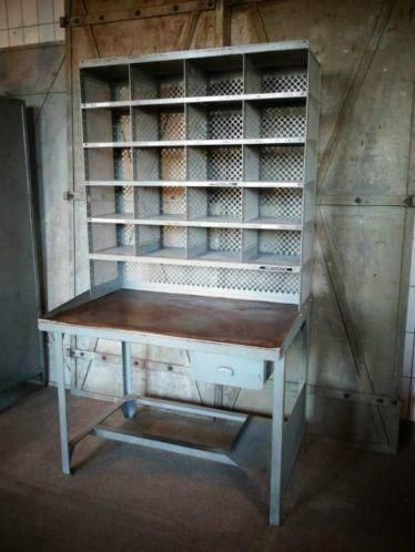 Oude Franse postkast + tafel