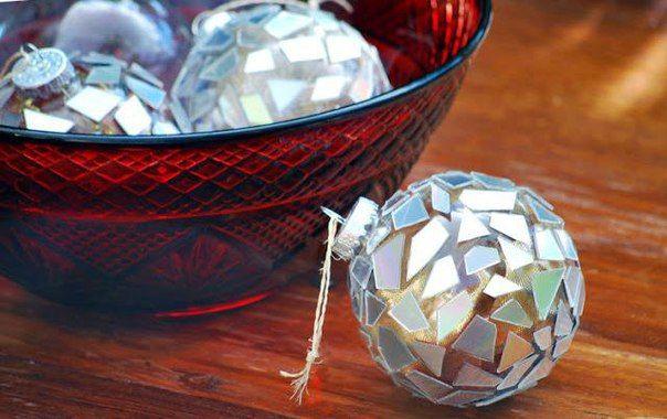 Декорируем новогодние шарики с помощью дисков - Поделки с детьми | Деткиподелки