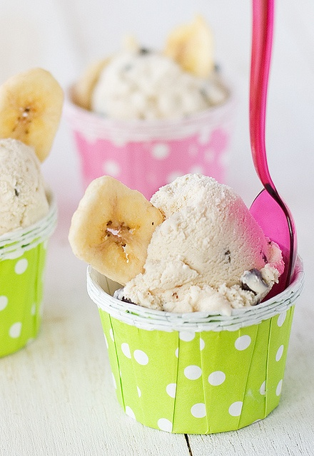 Helado de plátano y chocolate, delicioso! http://www.unodedos.com/recetario-de-cocina/helado-de-platano-y-chips-de-chocolate/