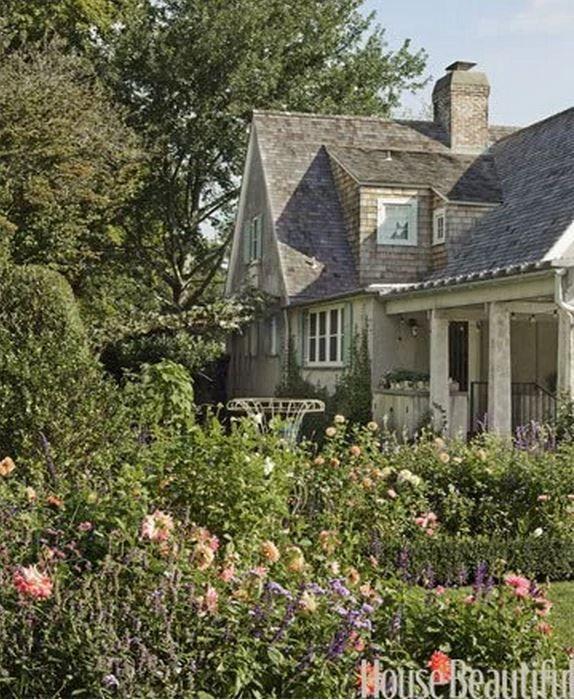 Tour Frances Schultz's Bee Cottage Home in East Hampton