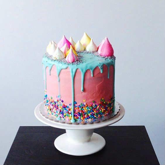 Beautiful meringue rainbow drip cake - 10 Amazing Drip Cakes   Tinyme Blog