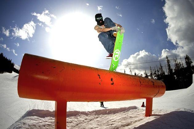 Ambition Snowskates un mix entre snowboard et skateboard - #Gadgets - Visit the website to see all photos http://www.arkko.fr/ambition-snowskates-un-mix-entre-snowboard-et-skateboard/