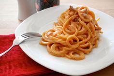 """Gli spaghetti pancetta e salsa rosa sono un classico """"salvacena"""", alla ricotta sono pure più leggeri!"""