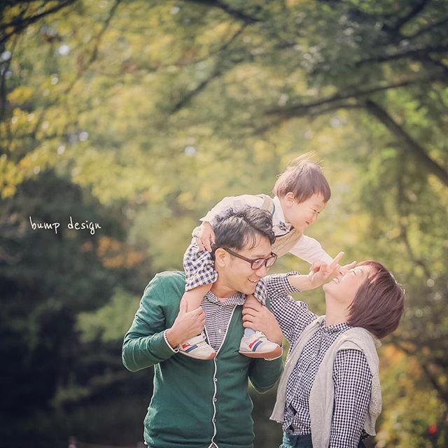 #家族写真 先日に撮影した家族写真。 ママはバンプのスタッフです。 いつもありがとう。笑 2歳バースデーの記念に いつもの公園で! 天気もいいし、 なによりもチビちゃんが楽しんでくれて(公園を笑 撮影ではない笑)、ほんとに良かった。 おめでとう! ^ ^ #結婚写真 #花嫁 #プレ花嫁 #結婚 #結婚式 #結婚準備 #婚約 #カメラマン #プロポーズ #前撮り #エンゲージ #写真家 #ブライダル #ゼクシィ #ブーケ #和装 #ウェディングドレス #ウェディングフォト #七五三 #お宮参り #記念写真 #ウェディング #IGersJP #weddingphoto #bumpdesign #バンプデザイン