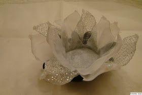 Forminhas Doces: Lisianto com folhas e gotas de brilho ou cristais
