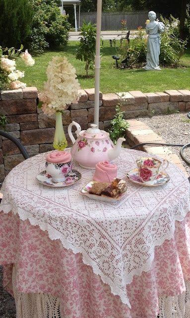 Vintage High Tea met mooie tafelkleden.