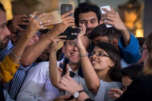 """La masterclass du professeur Macron à la jeunesse indienne - Pendant plus de deux heures Macron le manager comme la surnommé lhebdomadaire India Today a donc joué de sa relative jeunesse (40 ans) et de son image nouvelle pour tenter de séduire cette partie de la population indienne. - http://ift.tt/2FtcWb9 - \""""lemonde a la une\"""" ifttt le monde.fr - actualités  - March 10 2018 at 06:16AM"""
