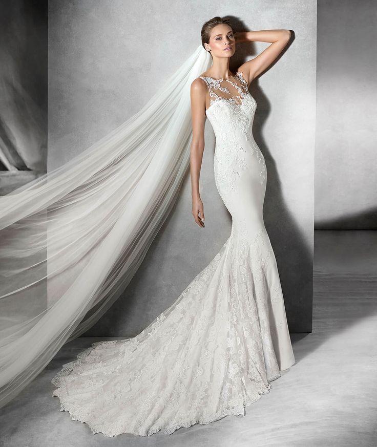 Il modello Prunelle è un abito da sposa confezionato in georgette, con scollatura a cuore, dalla linea a sirena, con particolari in strass e motivi floreali in pizzo.