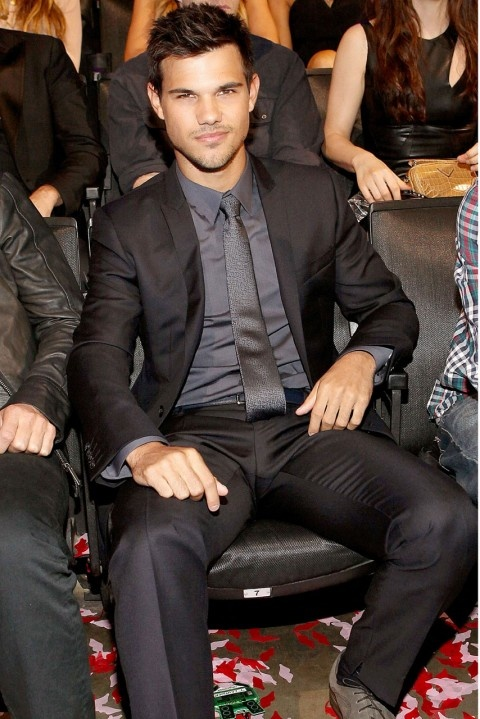 Taylor Lautner at the MTV Video Music Awards.. y is he so fine..
