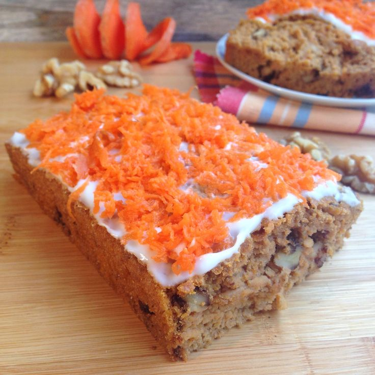 Uno de mis bizcochos favoritos es el de zanahoria y sí, ¡también se puede hacer en versión saludable! Ingredientes: - 140 gr de harina de avena de Nutrytec - 140 gr de zanahoria cruda - 30 gr de nu...