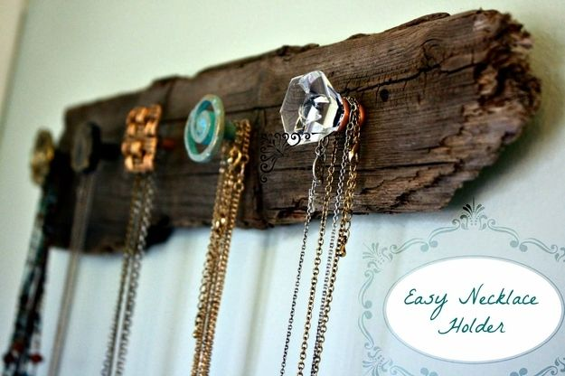 6. Necklace Holder | Community Post: 19 DIYs For The Artist In You  http://visiblymoved.blogspot.com/2012/01/diy-necklace-holder.html