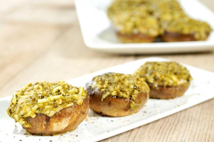 gevulde champignons met kaas en pesto.