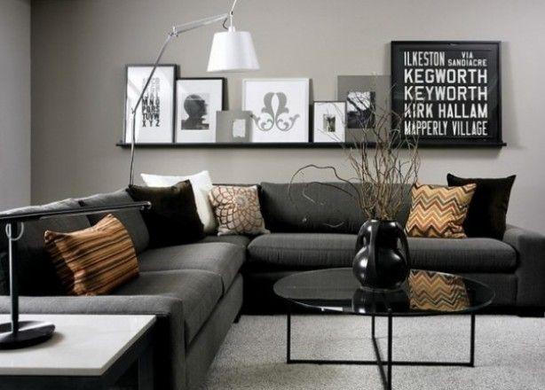 Leuk+idee+boven+de+bank,+voor+alle+fotolijsten+met+zwart/wit+foto's.