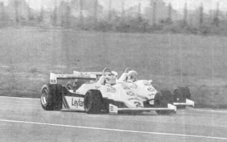 Na pista, o clima era de animosidade e Reutemann, com a faca entre os dentes, praticou contra Jones uma dura ultrapassagem durante a etapa no Oscar Gálvez