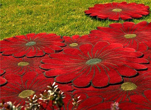Наш ковер - цветочная поляна. Слоеные ковры Flower Motif Rugs от компании Piodao  Грустно, когда настроение некоторых людей зависит от таких факторов, как время года и погода за окном. А еще печальнее то, что настроение, со своей стороны, не может влиять на погоду за окном. Здорово было бы встать утром бодрым и отдохнувшим, с радужным весенним настроением, - и дождь за окном моментально прекратился, а на небе вместо тяжелых облаков появилась яркая радуга... Что ж, раз уж нельзя по первому…