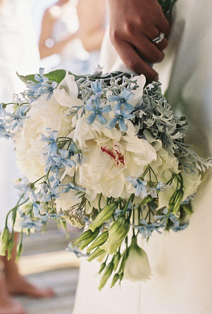 Brautstrauß in Weiß und Hellblau