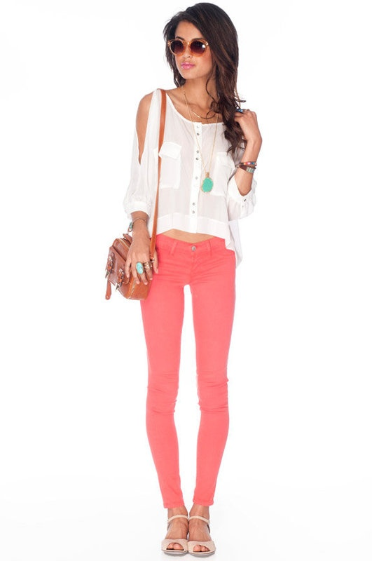 : Colorful Pants, Pink Skinny Jeans, Colors Pants, Coral Jeans Outfits, Coral Pants, Summer Jeans, Colors Jeans, Coral Skinny Jeans, Bright Coral Shirts Outfits