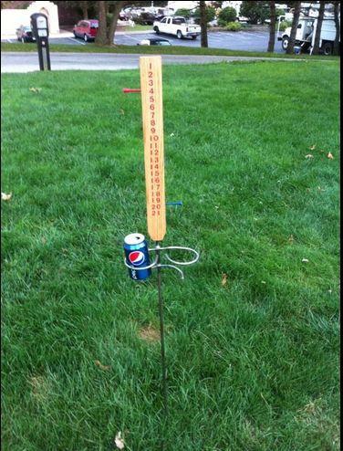 score keeper/beverage holder for outdoor games
