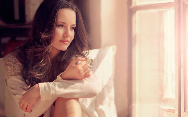 МАНИФЕСТ ЛЮБВИ  Лишь потому что я люблю тебя...  Я никогда не отдам тебе последнее, потому что я люблю тебя. Ибо если я отдам тебе последнее, я буду злиться и обижаться на тебя и уже не смогу подойти близко.  Именно потому, что я люблю тебя, я забочусь о себе в первую очередь. Потому что если я не позабочусь о себе, я не смогу дать ничего тебе.  Лишь потому, что я люблю тебя, я открываю тебе сердце, даже когда на нем самая темная тьма. Потому что если я не открою о тебе, это будет стоять…
