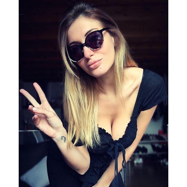 Elena Riz wearing Ross & Brown sunglasses #sunglasses #shades #fashion #streetstyle #bloggers #models #topmodels #gafas #gafasdesol #lunettesdesoleil #occhialidasole