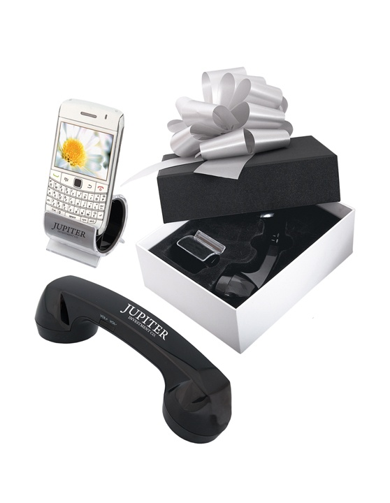 PK2002 Technology Gift Set | Includes a Bluetooth retro handset and a desktop phone cradle.