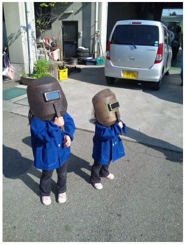 moe!! Kids Watching The Solar Eclipse