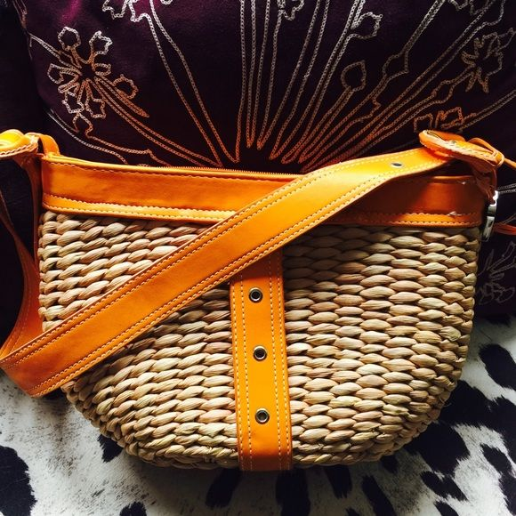 Maggi B Orange Leather Woven Wicker Bag! Make an offer! Maggi B. Orange Leather & Woven Wicker handbag. Medium sized. Excellent condition! Feel free to make a reasonable offer and it's yours! Selling to first reasonable offer I receive! Price is flexible! New Year Sale! All items must go! Extra 30% off on bundles! Maggi B  Bags