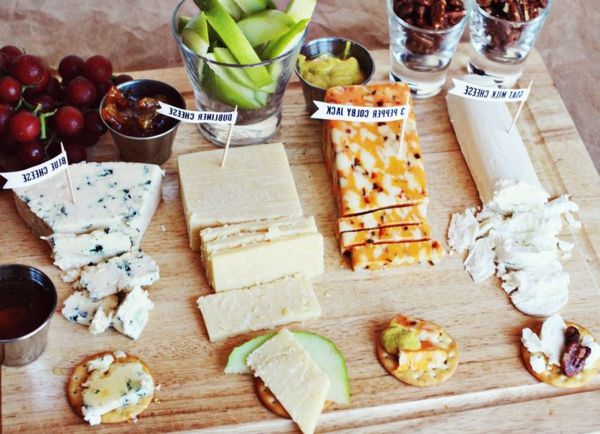 valentinsgeschenke Käse, Nüsse und Obst