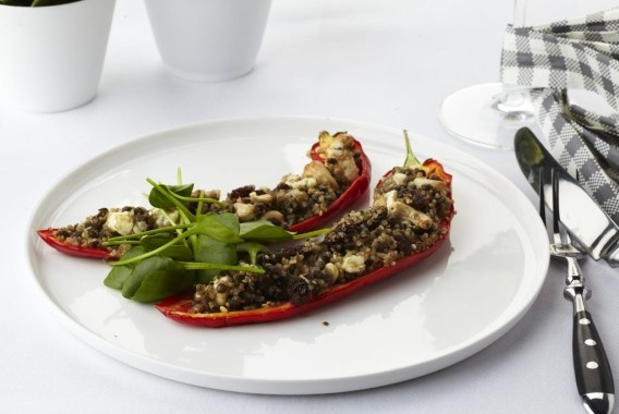 Rode paprika gevuld met quinoa