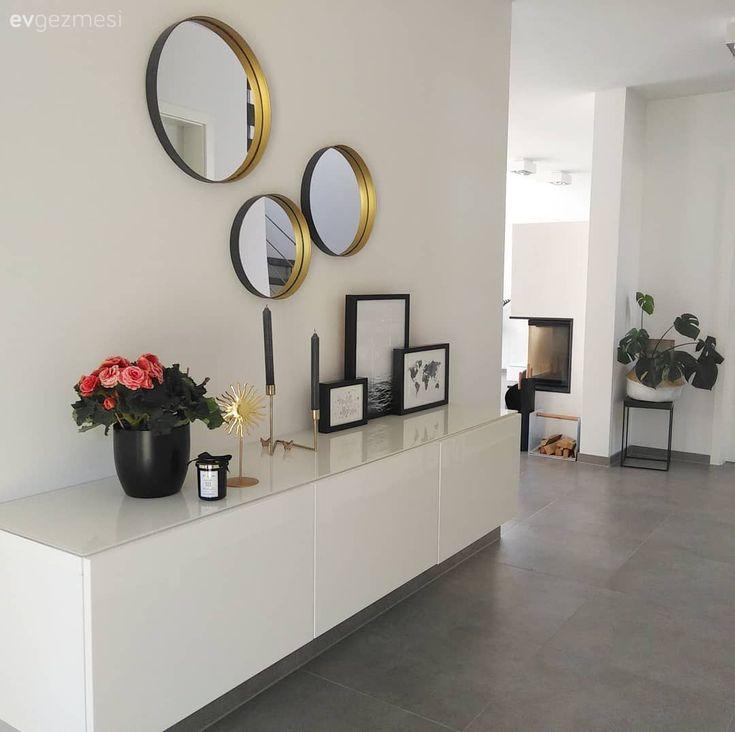 Bu ev modern ve çağdaş stillere göz kırpan, stil sahibi bir dekorasyona sahip..