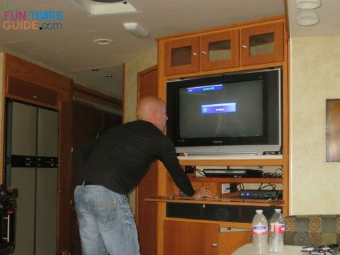 Your RV Entertainment System: What You Need To Know About RV Antennas, TV Signal Boosters & Satellite Receivers