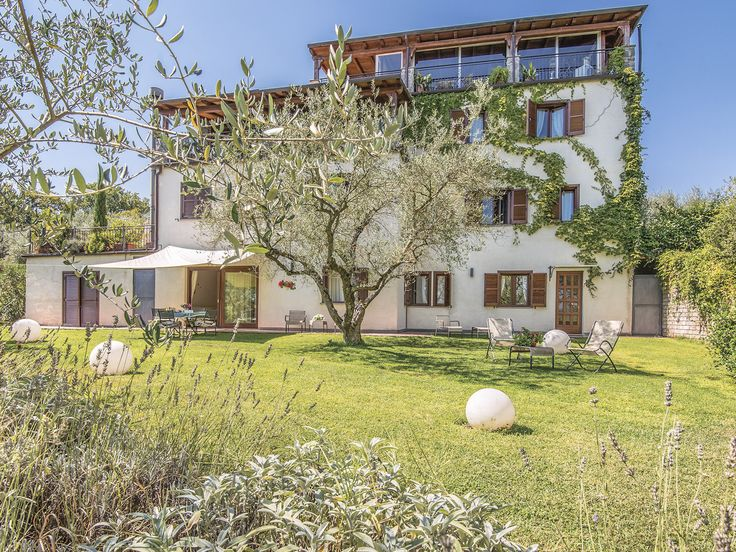 The olive groves, vineyards and hazelnut trees that surround this spacious holiday property, offers privacy in a peaceful location.