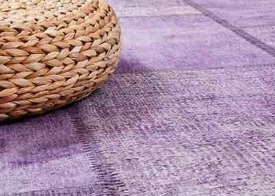 パープルの上品さ。薄紫色のライラックカラー「バレン」は、スーキーはビンテージラグの中でも、上質なトルコ製天然麻のラグを天然染料で染め上げた1枚。天然素材の中でも最も丈夫と言われる麻を、切れの良いパッチワーク技術によって、美しいカプート・パッチワーク・ラグに作りあげました。¥27,455から。 http://www.sukhi.jp/hemp-beren-patchwork-collection-4.html #インテリア #エシカルインテリア #エシカル #インテリアデザイン #インテリアコーディネート #ビンテージ #トルコ #ラグ #パッチワーク #麻