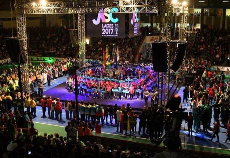 Dança, música e muitas cores. A 57ª edição dosJogos Abertos de Santa Catarina (JASC)iniciaram oficialmente na noite desta sexta-feira em Lages. O público lotou o Ginásio Jones Min