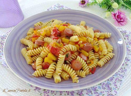 Pasta con wurstel e peperoni http://www.ilcuoreinpentola.it/ricette/pasta-con-wurstel-e-peperoni/