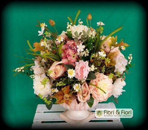 Composizione fiori artificiali su coppa in terracotta !!!