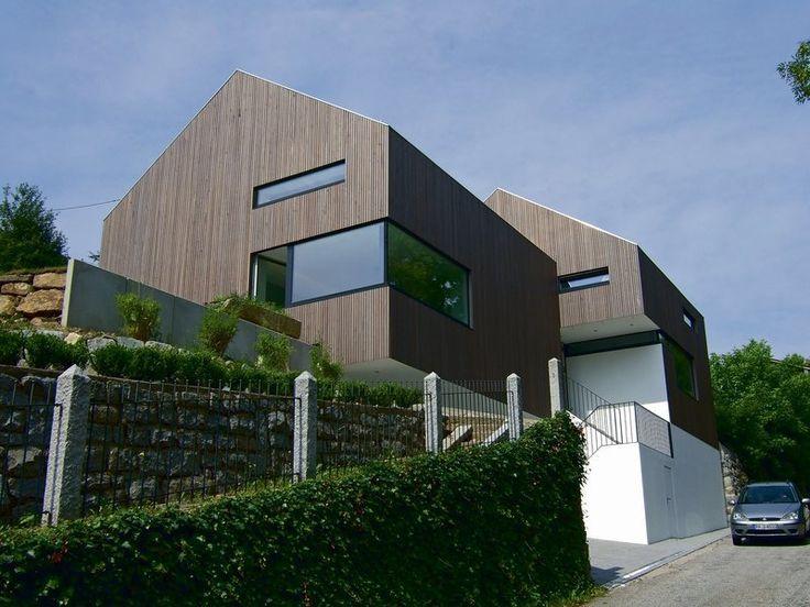 Panoramatický výhľad dosiahnete rohovým presklením. Moderná architektúra dovoľuje použiť na fasáde rôzne rozmery okien.
