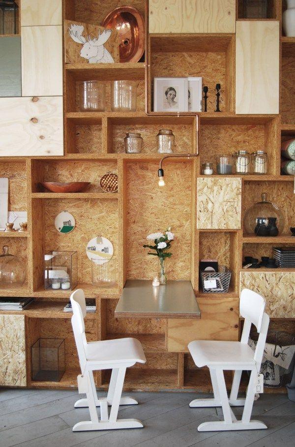 Placas de madeira OSB - revestimento barato, que pode ser pintado e permite a fixação de elementos.