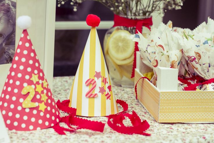 Red and yellow party for kids by Zoe&Zebra.