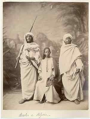 Algérie, hommes arabes Vintage albumen print Tirage albuminé 18x24 Cir