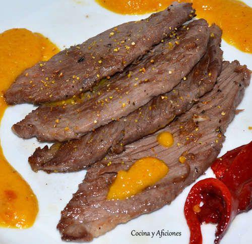 La presa ibérica en salsa de naranja y romero forman un maridaje perfecto, los ingredientes se llevan fenomenal, la naranja y el cerdo ibérico son una pareja de primera que forman un tándem gastro…