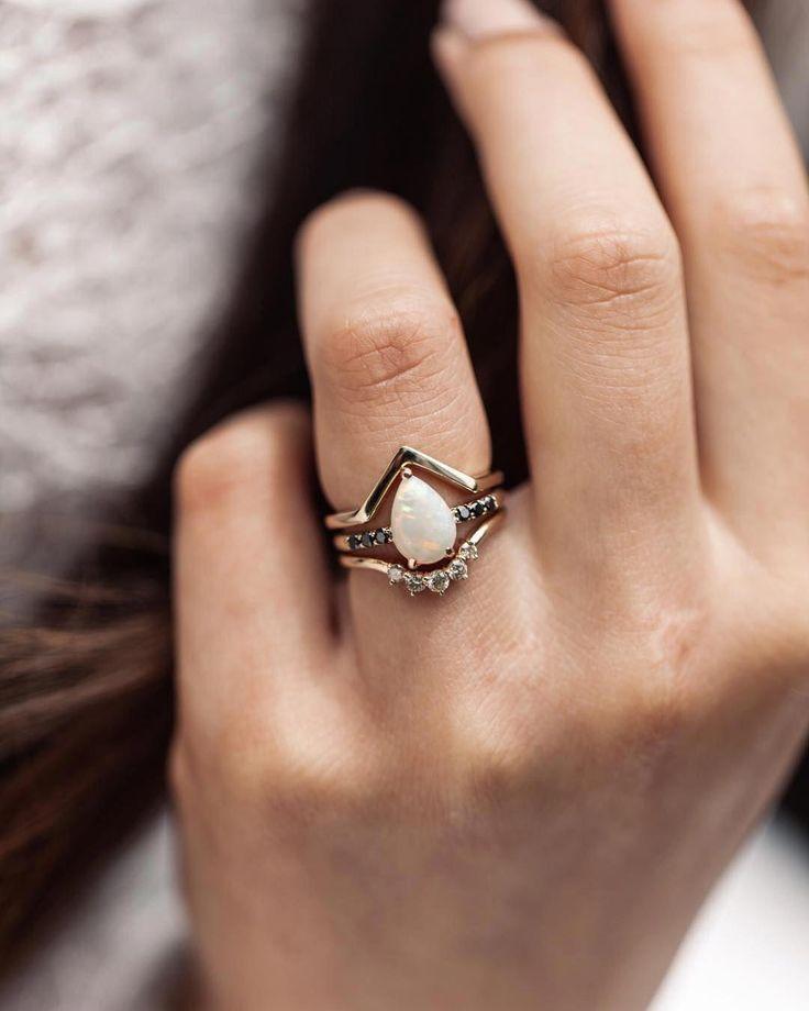 Los ópalos siempre me han cautivado … Recuerdo que mi madre llevaba un anillo de ópalo cuando yo …   – opal rings