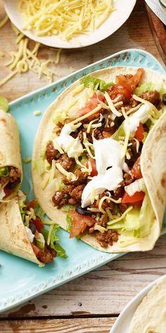 Wrap-tastisch! Der leckere Gyros-Wrap sieht nicht nur fantastisch aus, er schmeckt auch so. Guten Appetit!