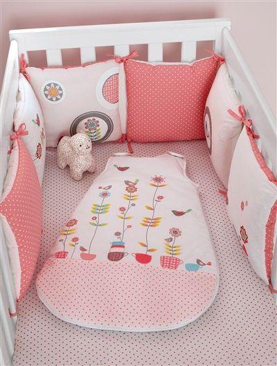 Los adorables pajaritos bordados de este #protector de #cuna velarán las noches del bebé como en su propio nidito.
