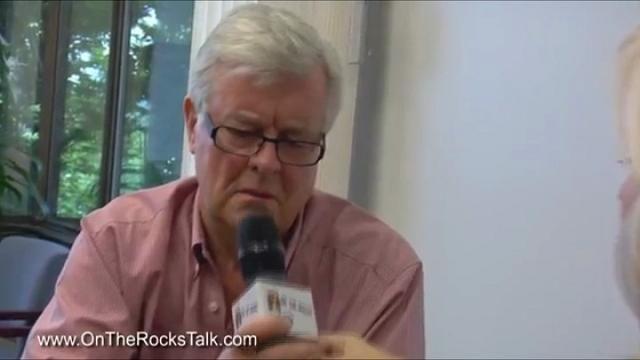 Canada, intervista in topless: la giornalista si slaccia il vestito - Repubblica Tv - la Repubblica.it