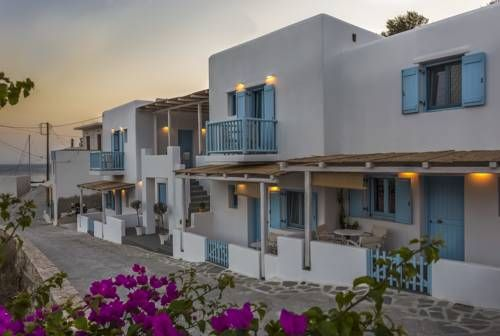 Ammos Studios Donoussa Offering free WiFi and a sun terrace, Ammos Studios is situated in Donoussa, 50 km from N?ousa. Santa Maria is 46 km away. The accommodation is air conditioned and has a flat-screen TV. Some units have a seating area and/or terrace.