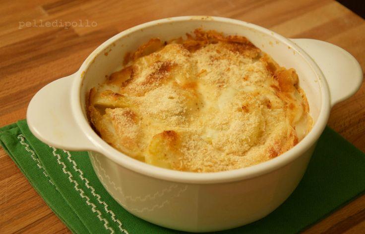 Parmigiana di patate gratinata al forno, con besciamella, prosciutto e formaggio. Piatto gustoso ed economico, facile da realizzare!