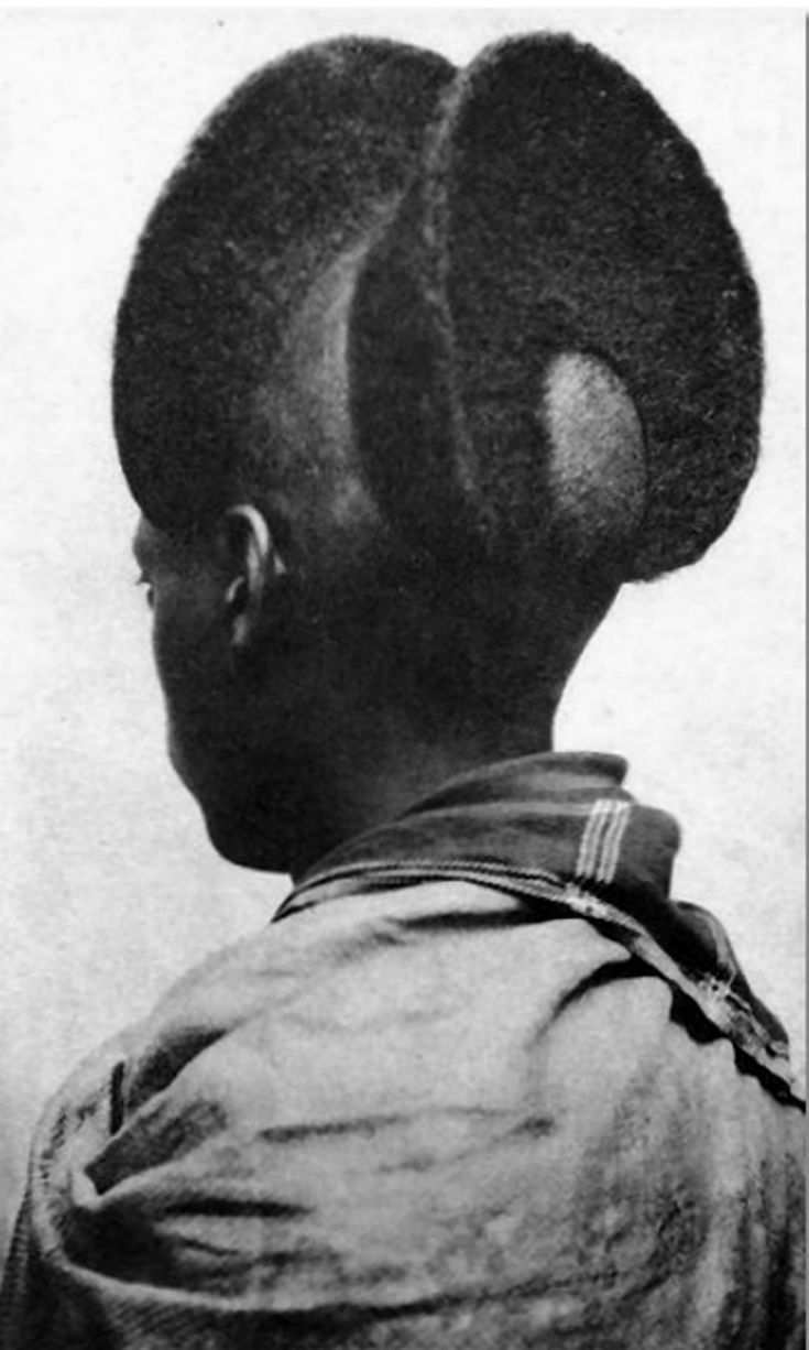 Africa | Back view of an 'Amasunzu' hairstyle. Ruanda-Urundi, prior to 1940 | Vintage postcard